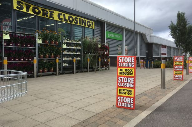 Cocky Thief Stuck Finger Up At Homebase Staff After