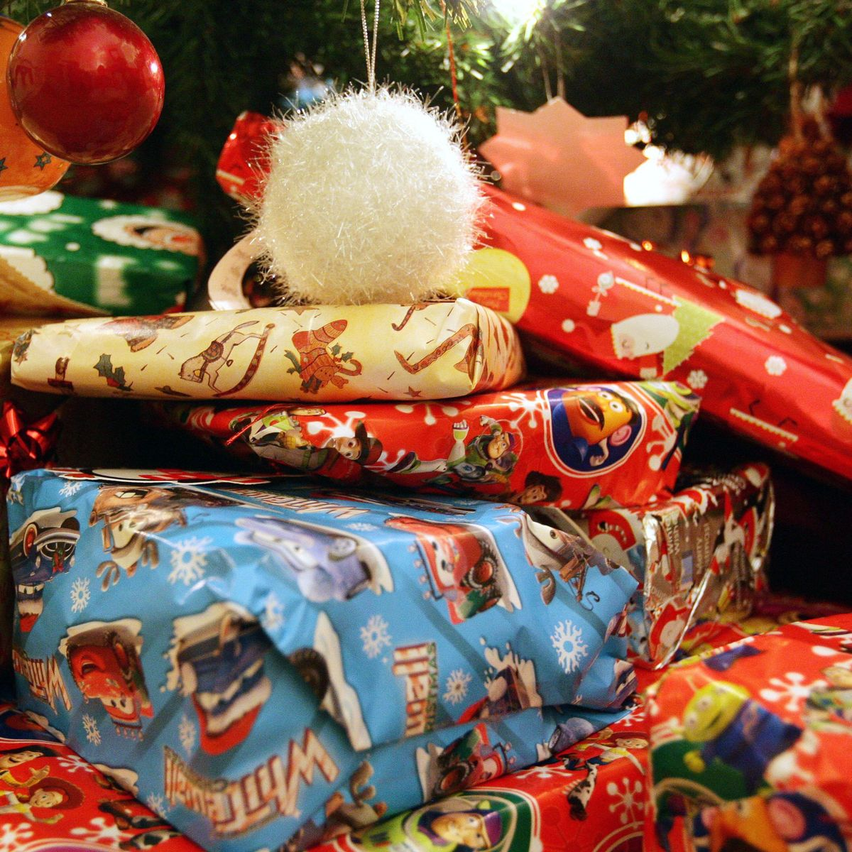 People Who Are Bad At Wrapping Christmas Presents Bring More Joy To Friends And Family Wales Online