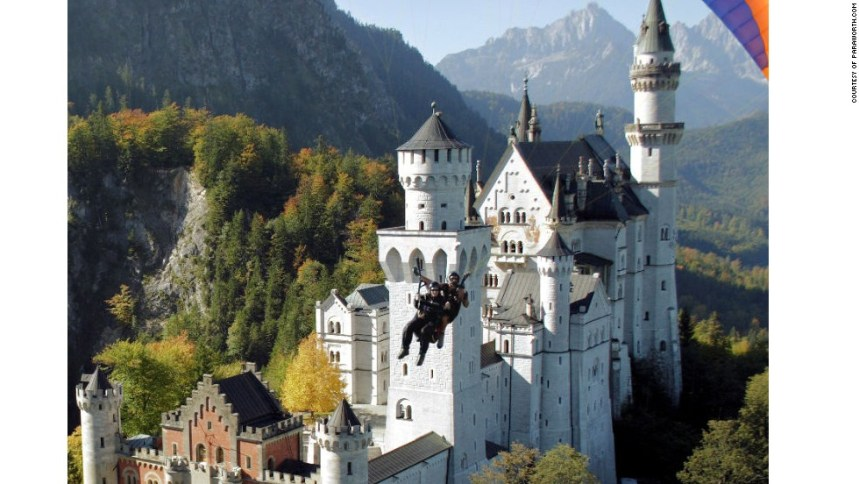 Bilderesultat for Paragliding over Neuschwanstein Castle