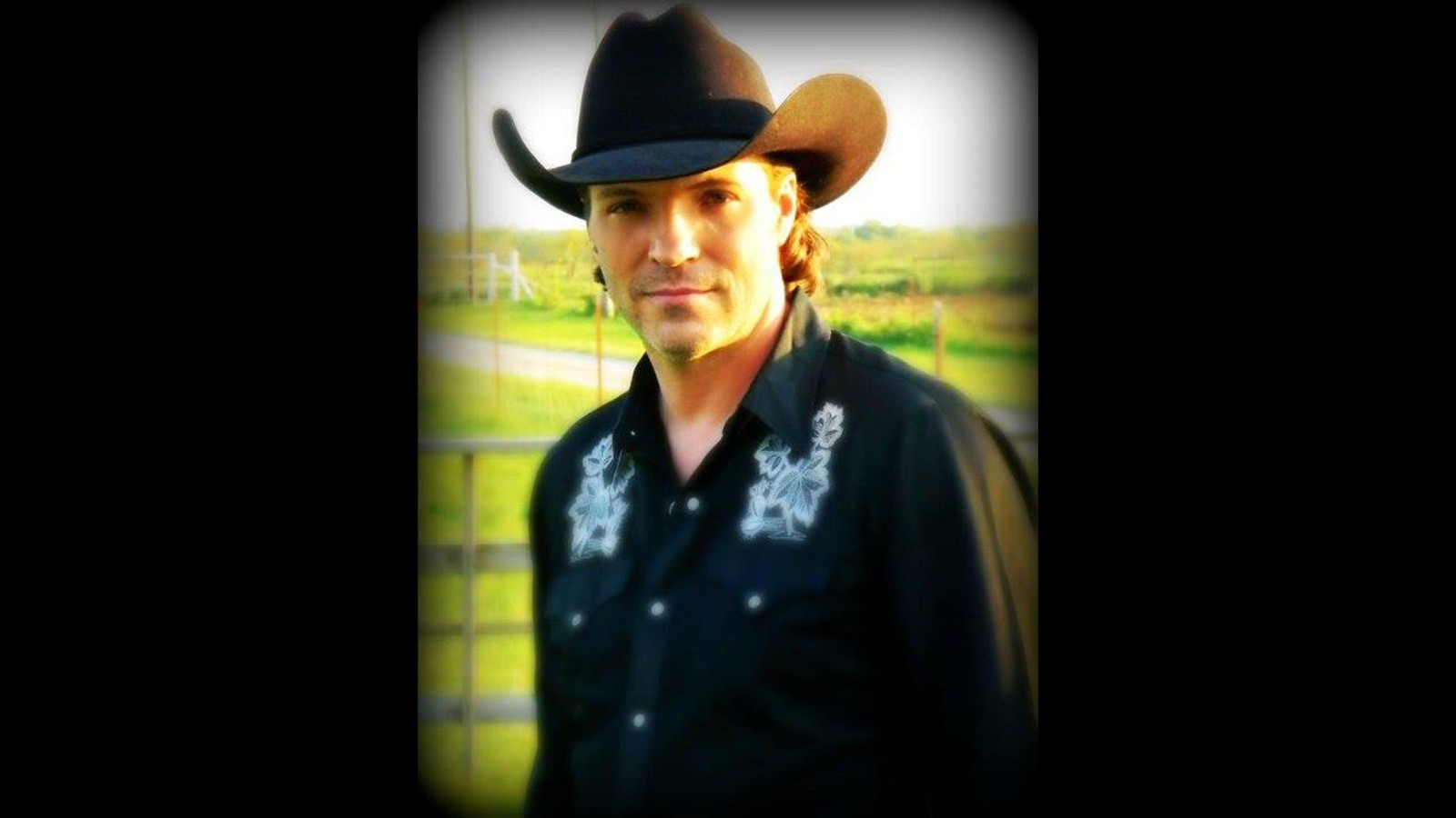 Country singer Darron Norwood found dead at 49.