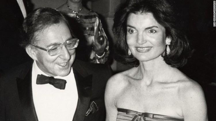 Jackie Kennedy Onassis e Carl Katz al 1977 di gala per & quot; Vanity Fair:. A Treasure Trove & quot;