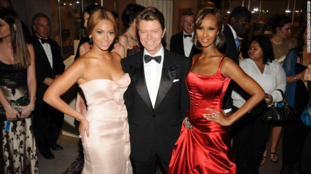 Beyoncé, David Bowie e Iman frequentano 2008 & # 39; s & quot; Superheroes: Fashion and Fantasy & quot;  gala.