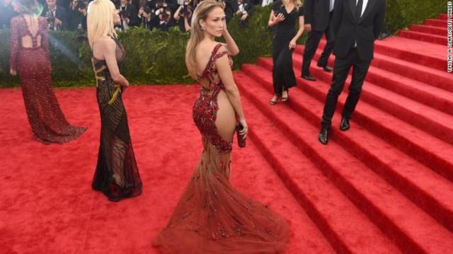 Jennifer Lopez arriva al 2015 beneficio in onore di & quot; Cina: Attraverso lo specchio & quot;  nel 2015.