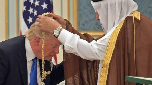 US President Donald Trump (C) receives the Order of Abdulaziz al-Saud medal from Saudi Arabia's King Salman bin Abdulaziz al-Saud (R) at the Saudi Royal Court in Riyadh on May 20, 2017. / AFP PHOTO / MANDEL NGAN (Photo credit should read MANDEL NGAN/AFP/Getty Images)