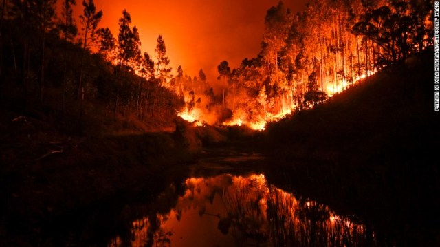 Enormous blaze spreads in Portugal