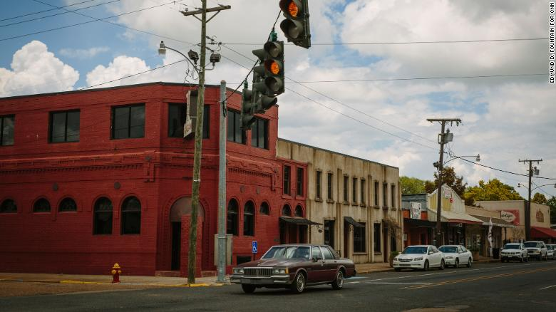 The intersection of Main Street and 6th Street in Mamou contains the town's only stoplight.