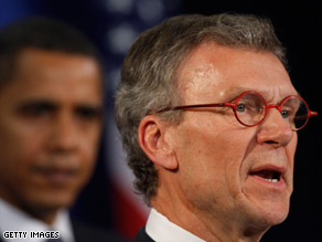 Tom Daschle apologized for making mistakes on his tax records.