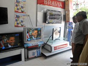 Pakistanis in Karachi Sunday watch an interview with U.S. President Barack Obama broadcast by DawnNews TV.