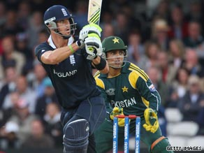 Kevin Pietersen maintained his superb form with the bat with another sparkling innings on Sunday.