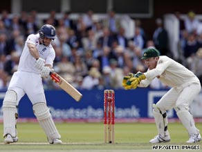Andrew Strauss continued his fine form with the bat as Australia's bowlers again struggled on day three.