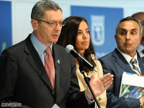 Madrid's Mayor Alberto Ruiz Gallardon talks to the media after his city's evaluation report.