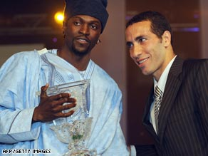 Emmanuel Adebayor poses for photographs with second placed Mohamed Aboutrika