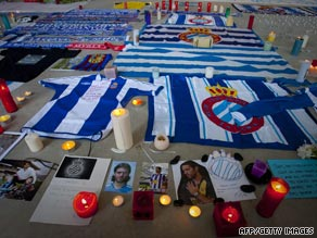 Espanyol fans have begun a memorial for captain Daniel Jarque following his sudden death on Saturday.