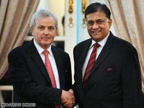 U.N. humanitarian chief John Holmes meets with Sri Lanka's FM Rohitha Bogollagama in Colombo Monday.