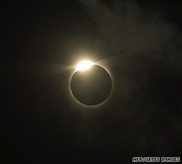 https://i2.wp.com/i2.cdn.turner.com/cnn/2009/WORLD/asiapcf/07/21/solar.eclipse/t1home.moon.afp.gi.jpg