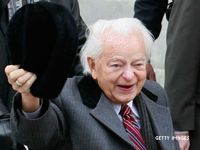 Democratic Senator Robert Byrd of West Virginia is now officially the longest-serving member of Congress.
