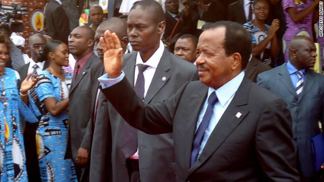 Camerún, Paul Biya, Presidente saluda a simpatizantes durante la inauguración de la conferencia de las partes, en Yaundé, el 15 de septiembre.