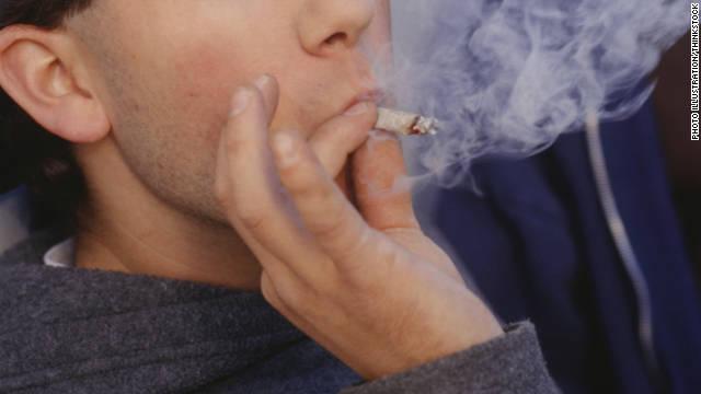 Fumar marihuana ocasionalmente es menos dañino que fumar cigarrillo, según estudio