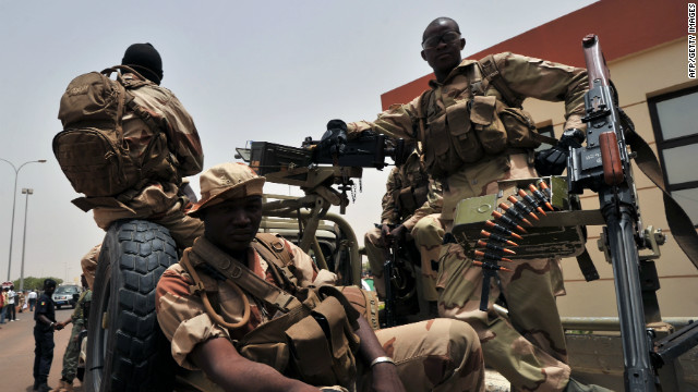 El ejército derrocó al presidente después de acusar al ministro de Defensa de no proporcionar recursos para luchar contra la insurgencia.