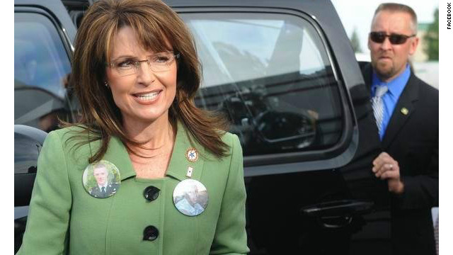 On his Facebook page, former Secret Service agent David Chaney admitted checking out former vice presidential candidate Sarah Palin during the 2008 campaign.