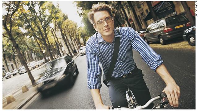 Ciclistas reclaman a los automovilistas su derecho a usar la calle