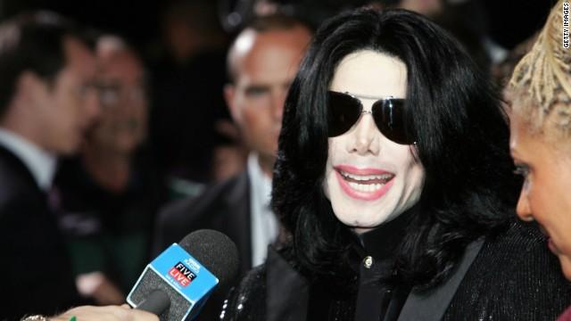 Enfermero de Michael Jackson testifica sobre su consumo de medicamentos