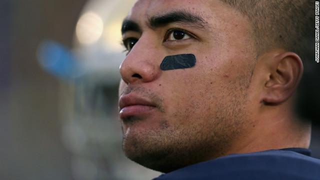 2012년 최고의 대학 미식축구 선수로 점쳐지고 있는 몰몬교 신자, 맨타이 티오