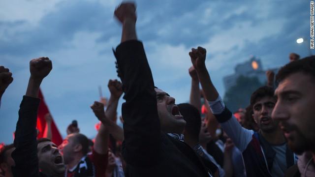 Anti-government riots erupt in Turkey