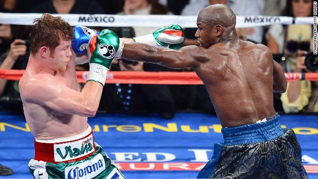 Floyd Mayweather derrota a 'Canelo' Álvarez y aumenta su invicto a 45 victorias