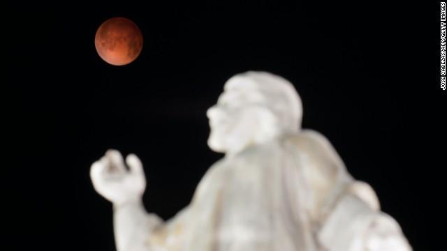 Photos: \'Blood moon\' sweeps night sky