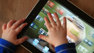 Pediatricians to tweak 'outdated' screen time recommendations for kids