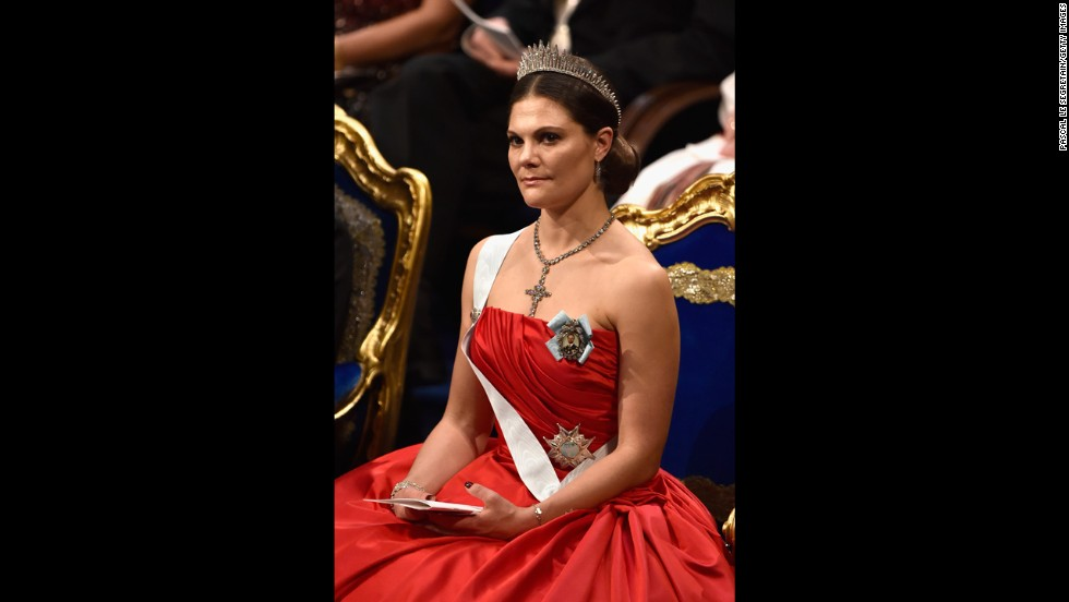 Swedish Crown Princess Victoria gave birth, and her father, Sweden's King, announced the newborn's name a day later.