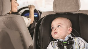 Walmart and Evenflo have partnered on a baby car seat aimed at keeping parents from forgetting there's a child in the car.