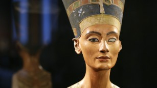 King Tut's tomb: '90%' chance of hidden chambers