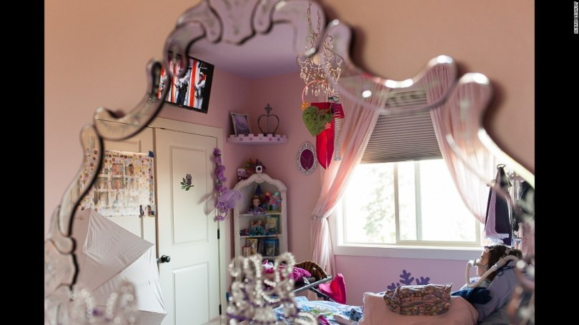 """Julianna spent the last months of her life in her """"princess"""" room. Sometimes, she pretended her bed was a magic carpet."""