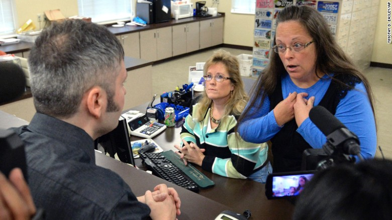 Now behind bars, Rowan County Clerk Kim Davis will get a visit from GOP contender Mike Huckabee on Tuesday