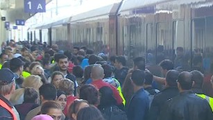 Migrants determined to enter Austria, Germany