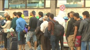 Thousands of migrants arrive in Germany