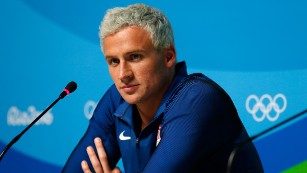 USOC: Ryan Lochte, 3 other US swimmers robbed in Rio