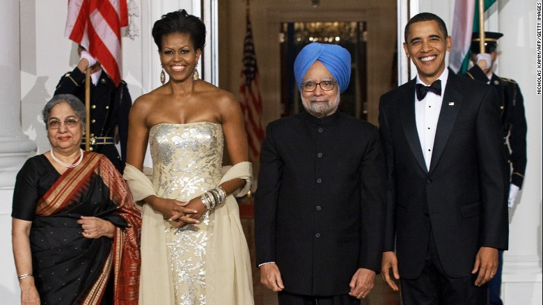 US President Barack Obama and first lady Michelle Obama greet Indian Prime Minister Manmohan Singh and his wife Gursharan Kaur at the White House on November 24, 2009, as the Obamas host their first state dinner.