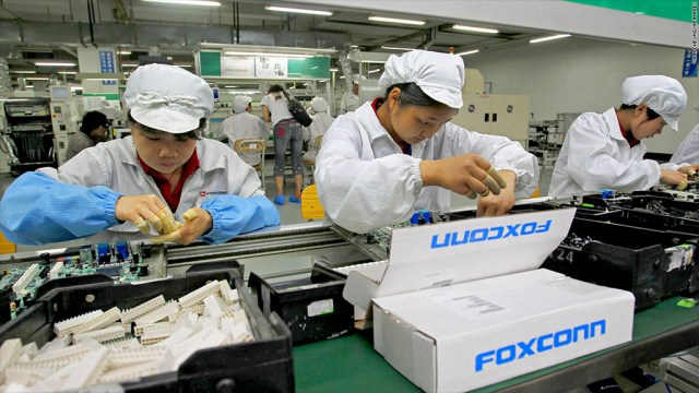 131122183412 foxconn factory 1024x576 Apple and Dell accept Foxconns proposal to take part in the Toshibas memory chip unit bid