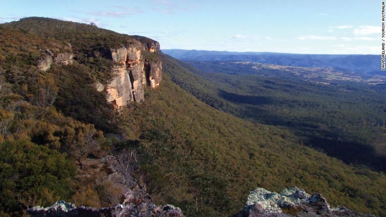 Five-easy-day-trips-from-Sydney---Blue-Mountains---David-Ireland---Tourism-Australia-