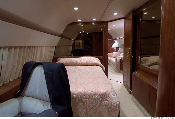 Inside Donald Trumps Private Jet Bedroom 6
