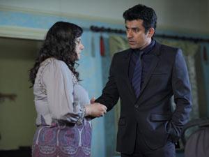 Zainab tells Yusef that Masood has divorced her