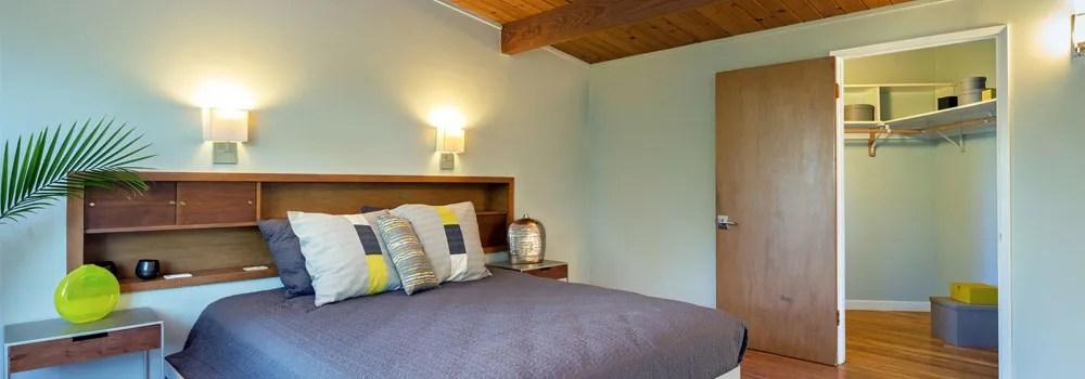 lit double avec tete de lit etagere