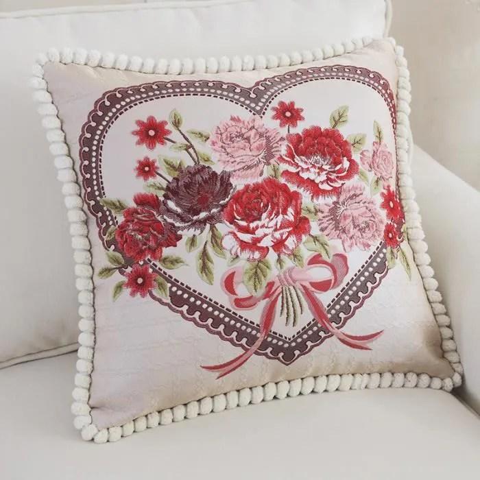 oreiller coussin broderie motif coeur et fleur rouge chambre sofa accessoires voiture decoration cadeaux anniversaire mariage