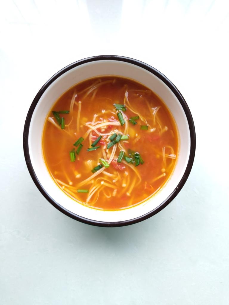 好喝到爆炸的番茄金针菇汤