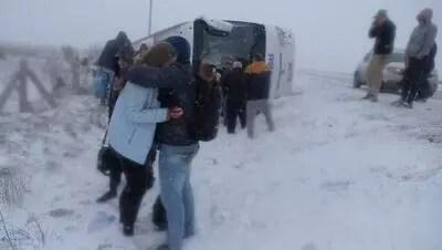 Konya'da 2 tur otobüsü devrildi: Ölü ve yaralılar var