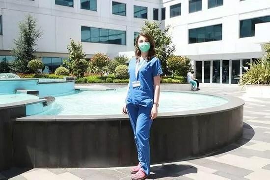 Hemşireden kalpleri ısıtan hareket: 5 aydır odasına hapsolan hastasını güneşe çıkardı, sohbet etti