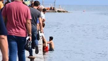 Sinop'ta panik anları! Elektrikli motosikletli 2 kız denize uçtu